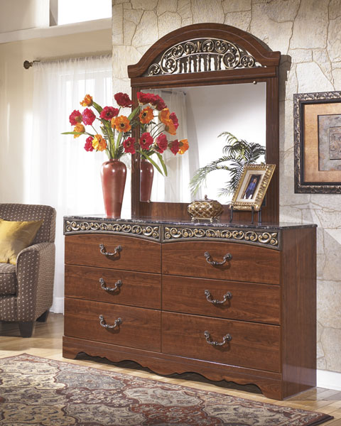 Fairbrooks Estate Dresser and Mirror great value, great price.
