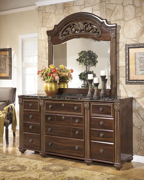 Gabriela Dresser and Mirror great value, great price.
