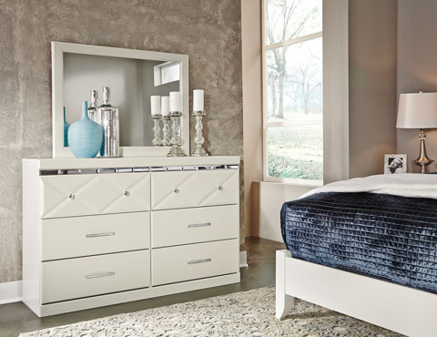Dreamur Dresser and Mirror great value, great price.